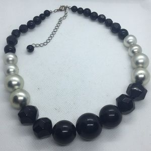 """Graduated Black and Faux Silver Pearl Necklace 16"""""""